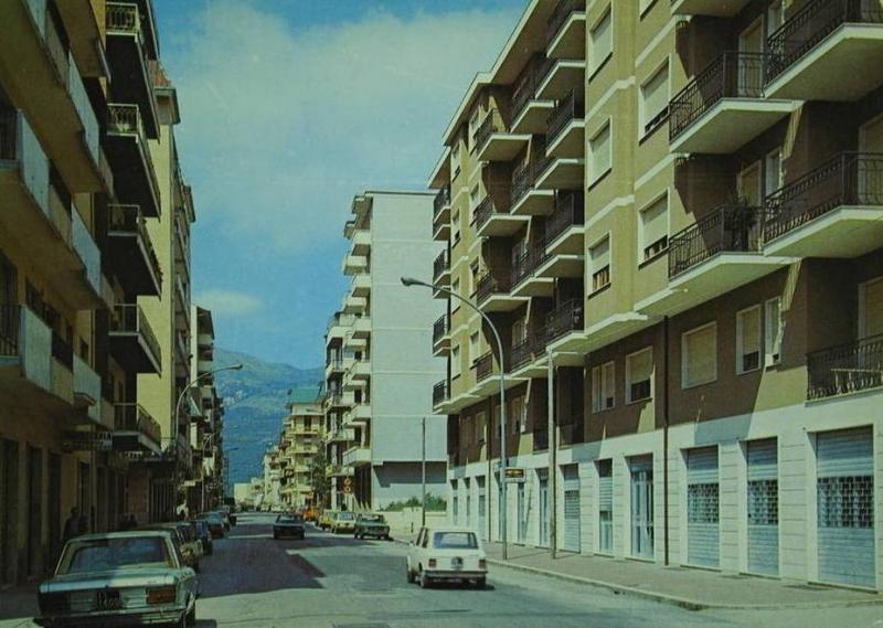 ansichtkaart uit Italie met Fiat 130