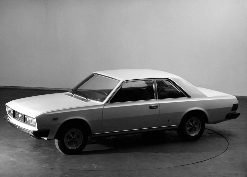 Fiat 130 press photos