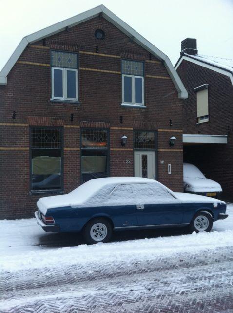 Fiat 130 in de sneeuw