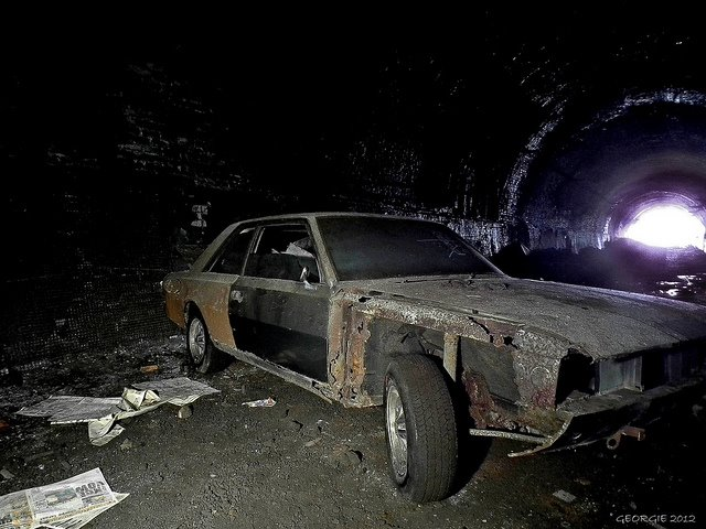 Fiat 130 in tunnel